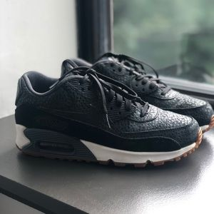 size US 8 women's Nike air max